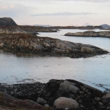 The islets and skerries found just outside Kalvøya.