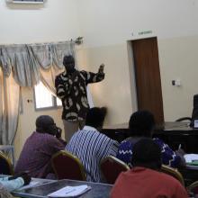 Photo 18: Le Point Focal national Ramsar achevant de convaincre les participants de l'atelier sur les valeurs et avantages du site Ramsar pour les collectivités territoriales