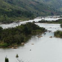 Paysage de la rivière Nosivolo avec des terrains de culture vivrière sur  le bassin versant