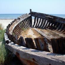 Salinas de Santa Pola. Barca en la playa