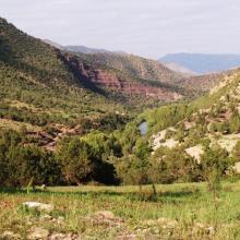 Un des rares endroits où la vallée de l'Ahançal est ouverte : Tamga